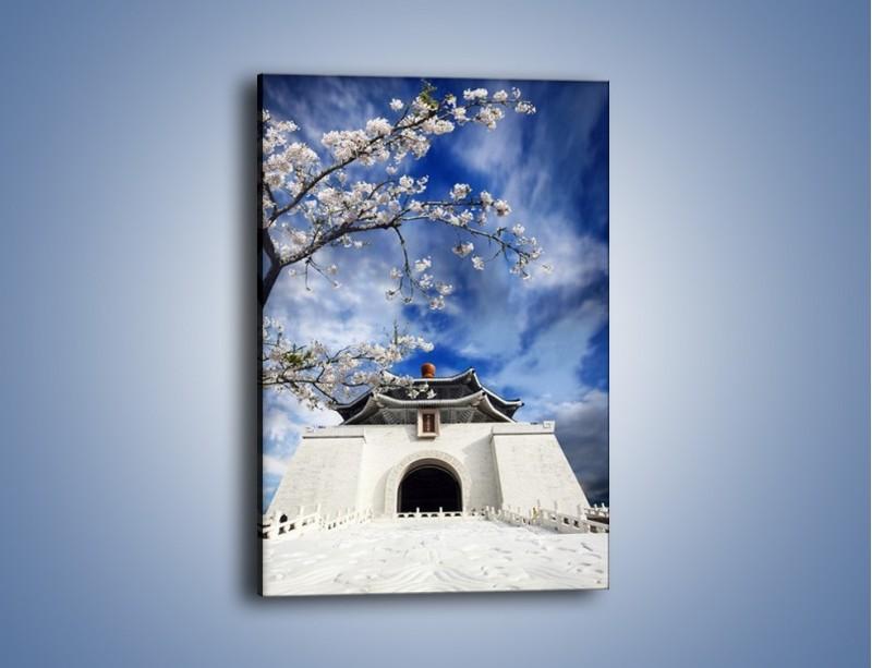Obraz na płótnie – Azjatycka architektura z białymi kwiatami – jednoczęściowy prostokątny pionowy AM300