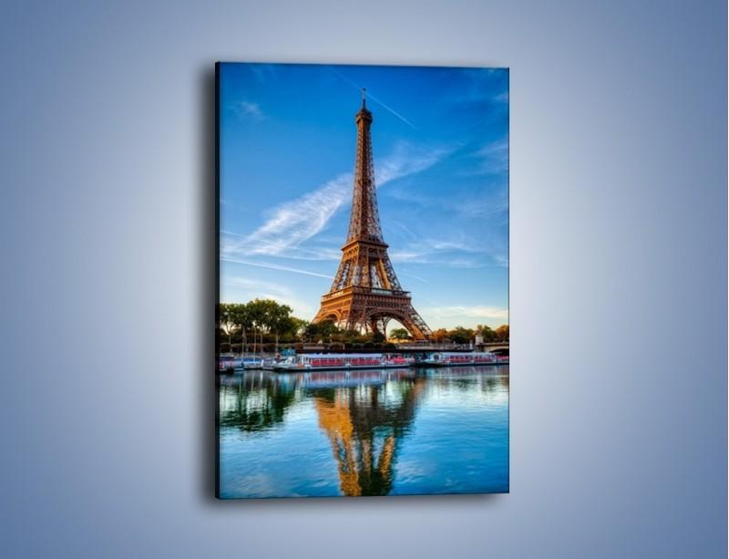 Obraz na płótnie – Wieża Eiffla w odbiciu rzeki – jednoczęściowy prostokątny pionowy AM400