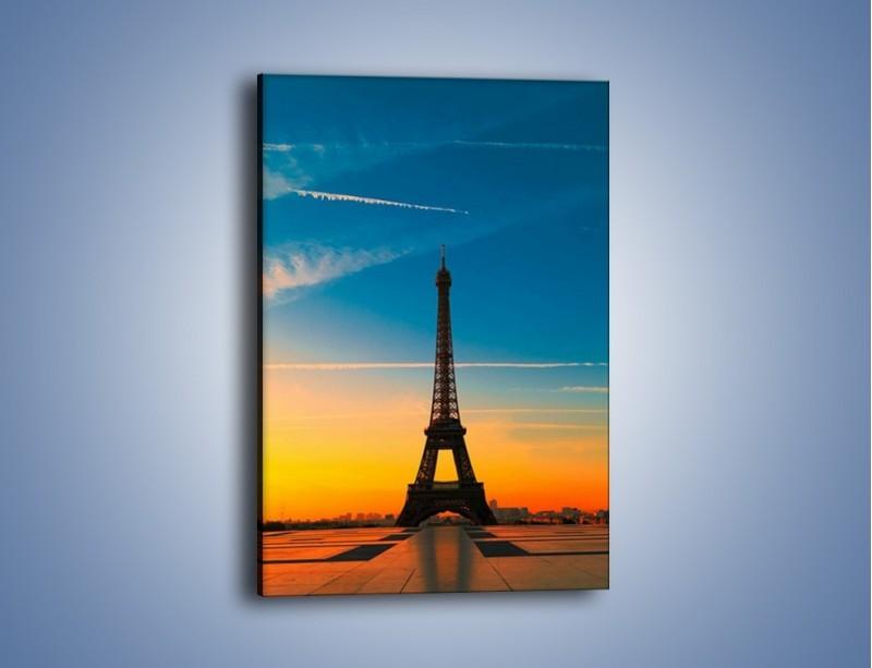 Obraz na płótnie – Wieża Eiffla o zachodzie słońca – jednoczęściowy prostokątny pionowy AM417