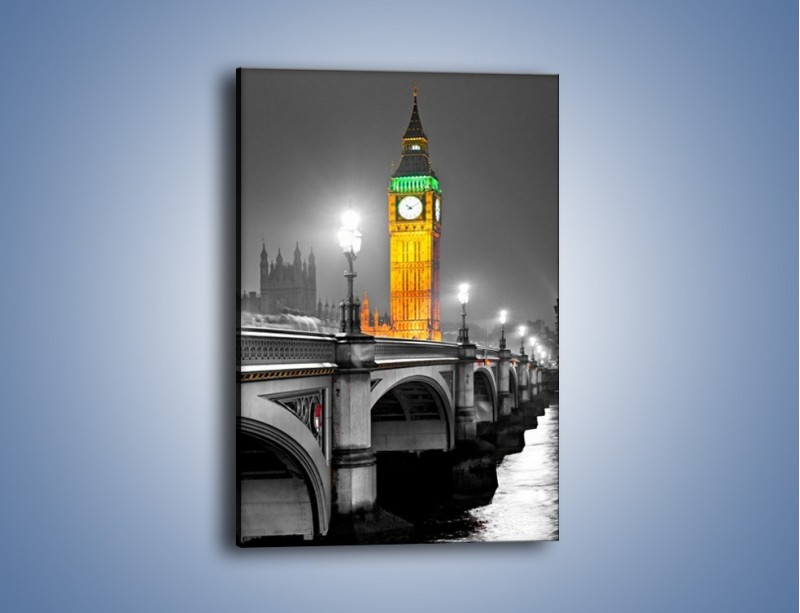 Obraz na płótnie – Oświetlony Big Ben na tle szarości – jednoczęściowy prostokątny pionowy AM431