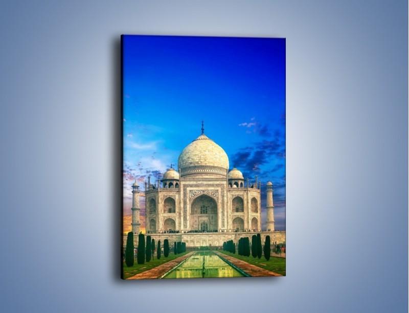 Obraz na płótnie – Tadź Mahal pod niebieskim niebem – jednoczęściowy prostokątny pionowy AM466