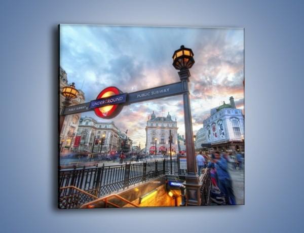 Obraz na płótnie – Wejście do londyńskiego metro – jednoczęściowy kwadratowy AM334