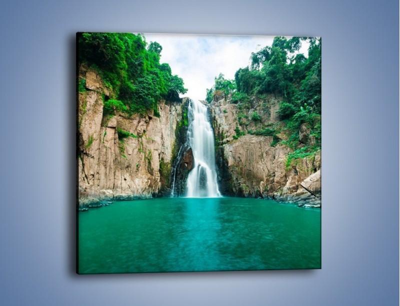 Obraz na płótnie – Skok ze skarpy do wody – jednoczęściowy kwadratowy KN1184A