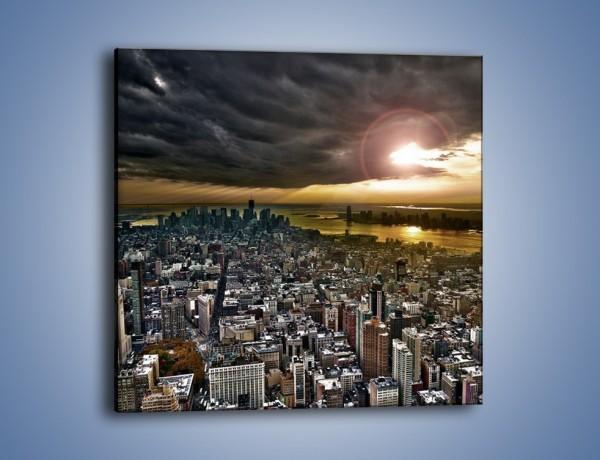 Obraz na płótnie – Czarne chmury nad Nowym Yorkiem – jednoczęściowy kwadratowy AM347
