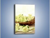 Obraz na płótnie – Kosz ściętych główek róż – jednoczęściowy prostokątny pionowy K021