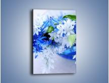 Obraz na płótnie – Kwiaty w kolorze zimy – jednoczęściowy prostokątny pionowy K190