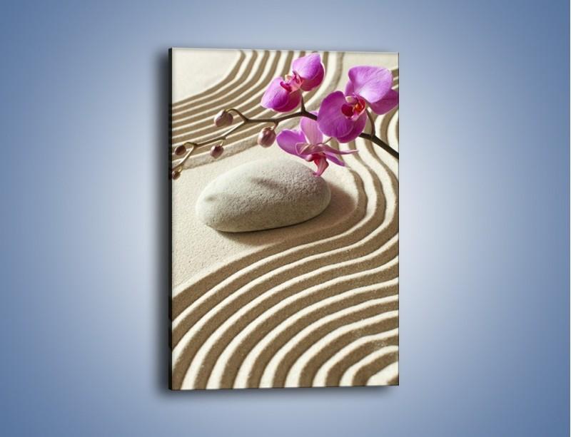 Obraz na płótnie – Wzór na piasku i kwiat – jednoczęściowy prostokątny pionowy K432