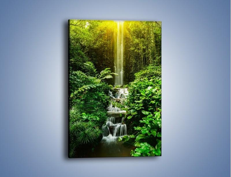 Obraz na płótnie – Dzika zieleń wśród wodospadu – jednoczęściowy prostokątny pionowy KN1174A