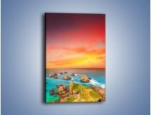 Obraz na płótnie – Kolory rozpalonego nieba nad wodą – jednoczęściowy prostokątny pionowy KN879