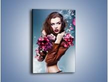 Obraz na płótnie – Kobieta otoczona kwiatowym zapachem – jednoczęściowy prostokątny pionowy L063