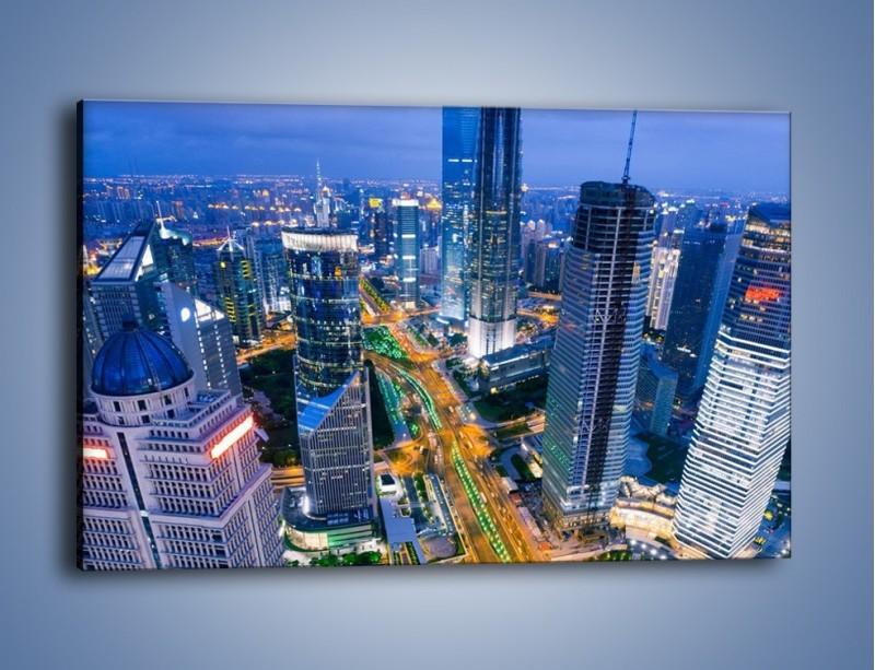Obraz na płótnie – Oświetlone miasto wczesnym wieczorem – jednoczęściowy prostokątny poziomy AM026