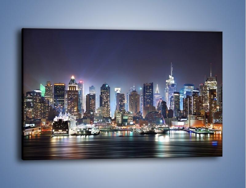 Obraz na płótnie – Oświetlone miasto nocą – jednoczęściowy prostokątny poziomy AM034