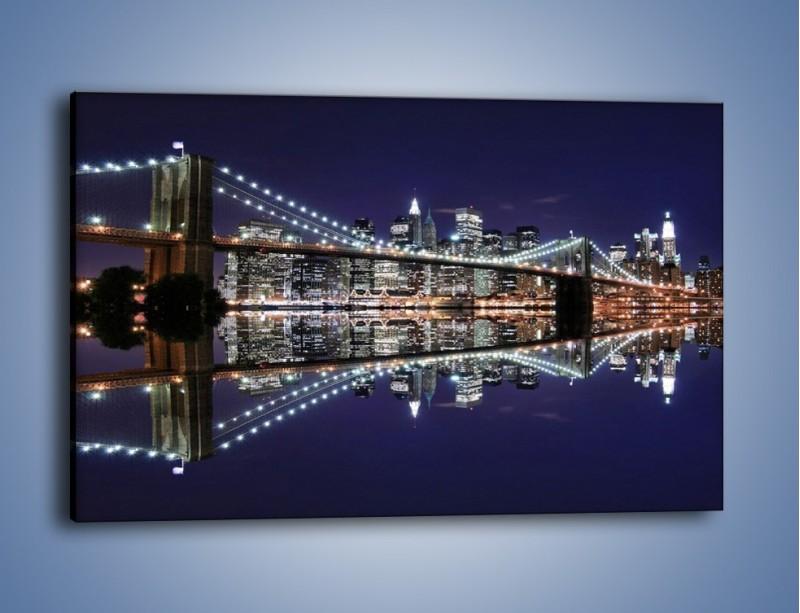 Obraz na płótnie – Most Brookliński w lustrzanym odbiciu wody – jednoczęściowy prostokątny poziomy AM067