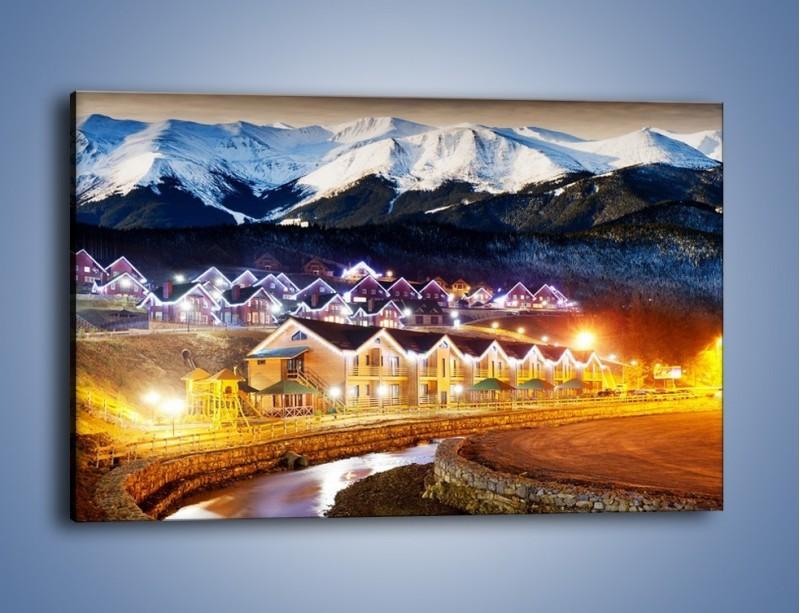 Obraz na płótnie – Oświetlone domki pod górami – jednoczęściowy prostokątny poziomy AM070