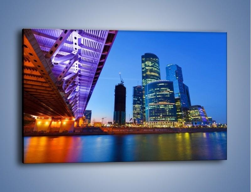 Obraz na płótnie – Kolorowy most nad rozświetloną rzeką – jednoczęściowy prostokątny poziomy AM169