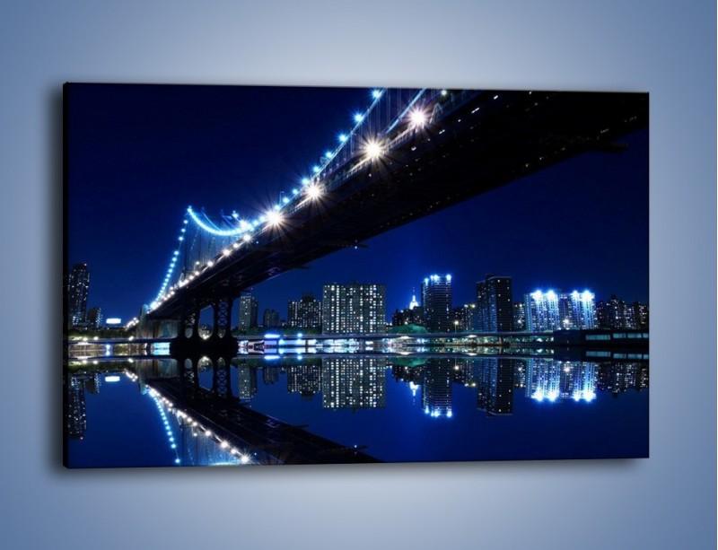 Obraz na płótnie – Oświetlony most w odbiciu wody – jednoczęściowy prostokątny poziomy AM211