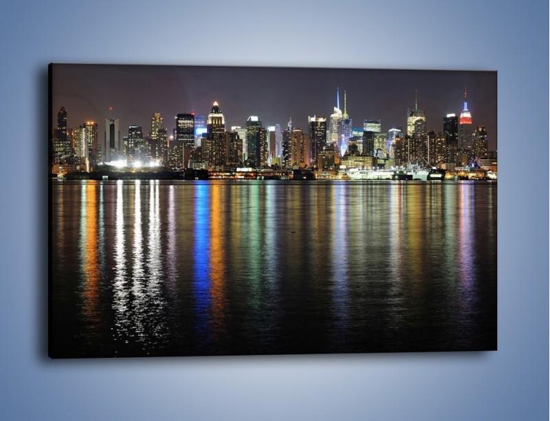 Obraz na płótnie – Światła miasta w lustrzanym odbiciu wody – jednoczęściowy prostokątny poziomy AM222