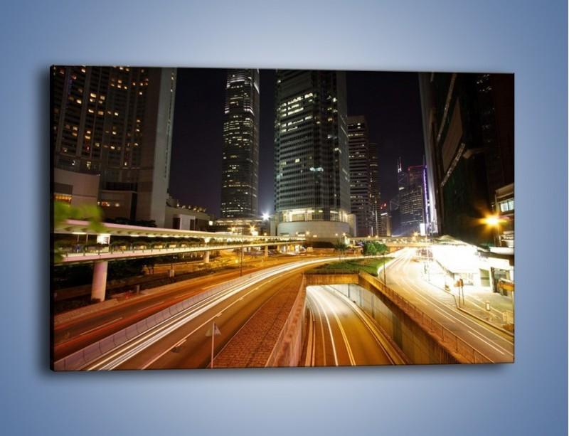 Obraz na płótnie – Miasto w nocnym ruchu ulicznym – jednoczęściowy prostokątny poziomy AM225