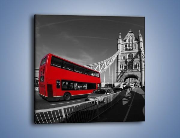 Obraz na płótnie – Tower Bridge i czerwony autobus – jednoczęściowy kwadratowy AM394