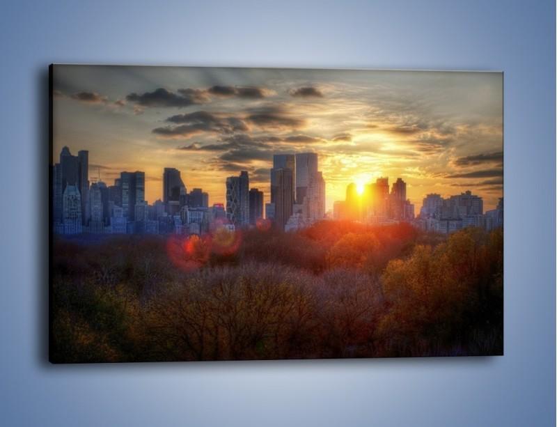 Obraz na płótnie – Wschód słońca nad miastem – jednoczęściowy prostokątny poziomy AM318
