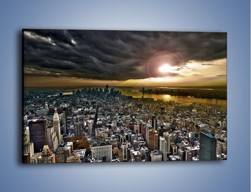 Obraz na płótnie – Czarne chmury nad Nowym Yorkiem – jednoczęściowy prostokątny poziomy AM347