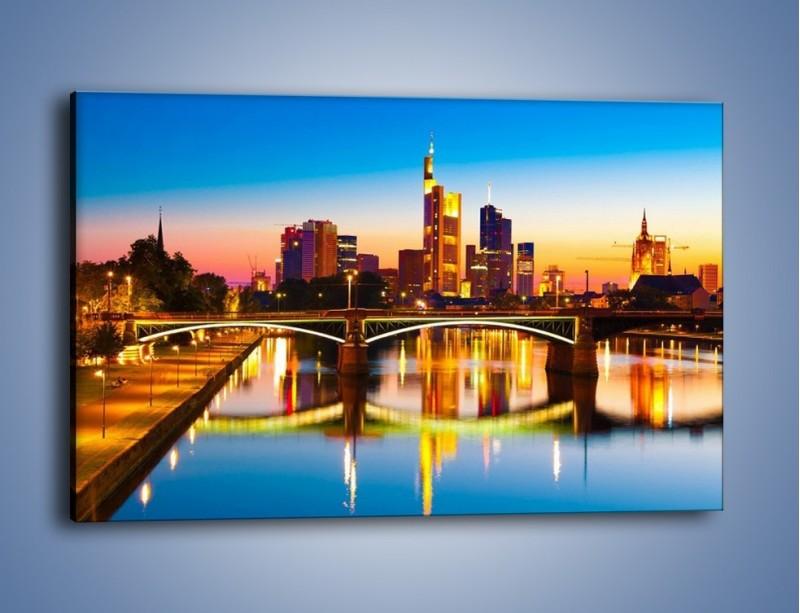 Obraz na płótnie – Oświetlony most we Frankfurcie – jednoczęściowy prostokątny poziomy AM416