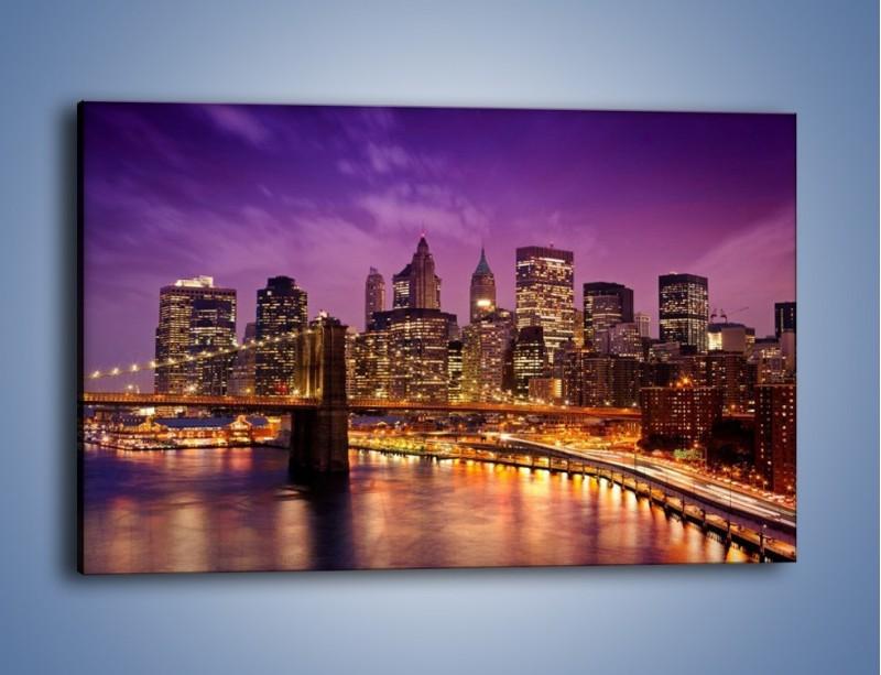 Obraz na płótnie – Nowy York pod fioletowym niebem – jednoczęściowy prostokątny poziomy AM434