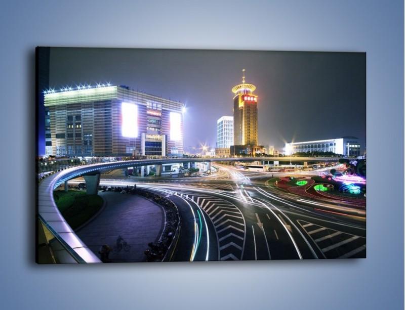 Obraz na płótnie – Oświetlone skrzyżowanie ulic w Szanghaju – jednoczęściowy prostokątny poziomy AM446