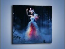 Obraz na płótnie – Biała księżniczka w ponurym lesie – jednoczęściowy kwadratowy L102