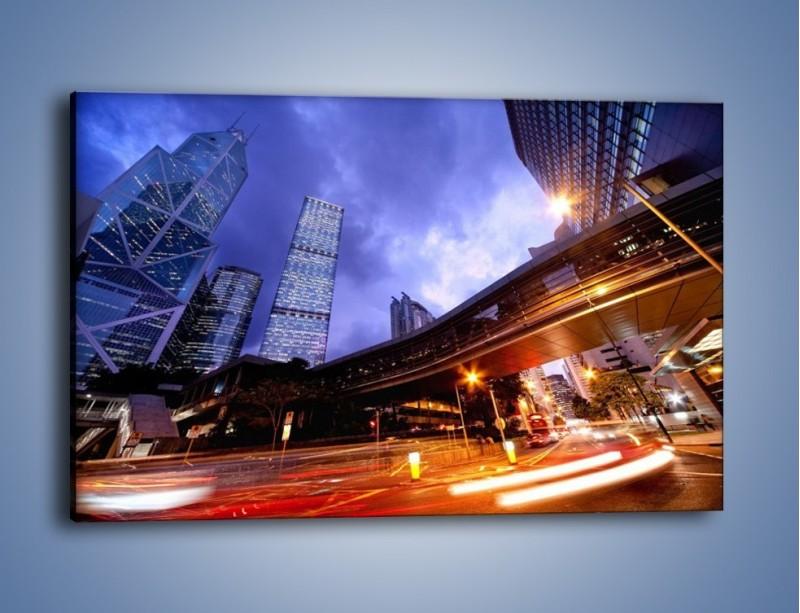 Obraz na płótnie – Drapacze chmur i wieczorny ruch uliczny – jednoczęściowy prostokątny poziomy AM487