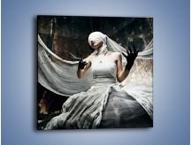 Obraz na płótnie – Dama w białych bandażach – jednoczęściowy kwadratowy L278