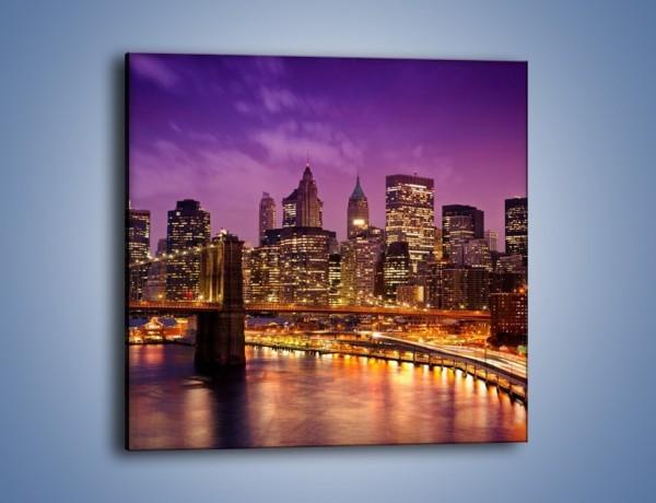 Obraz na płótnie – Nowy York pod fioletowym niebem – jednoczęściowy kwadratowy AM434