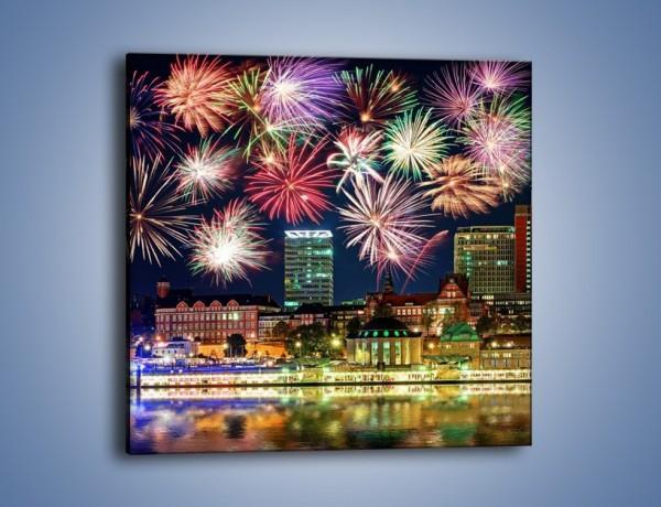Obraz na płótnie – Noworoczne fajerwerki nad miastem – jednoczęściowy kwadratowy AM452