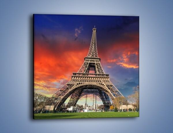 Obraz na płótnie – Wieża Eiffla pod niebiesko-czerwonym niebem – jednoczęściowy kwadratowy AM463
