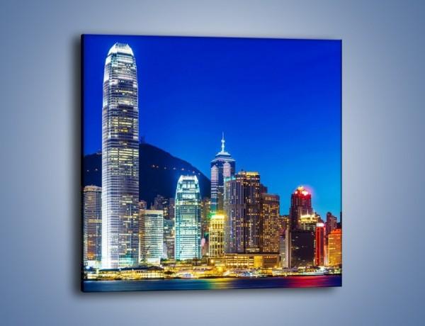 Obraz na płótnie – Oświetlone wieżowce Hong Kongu – jednoczęściowy kwadratowy AM498