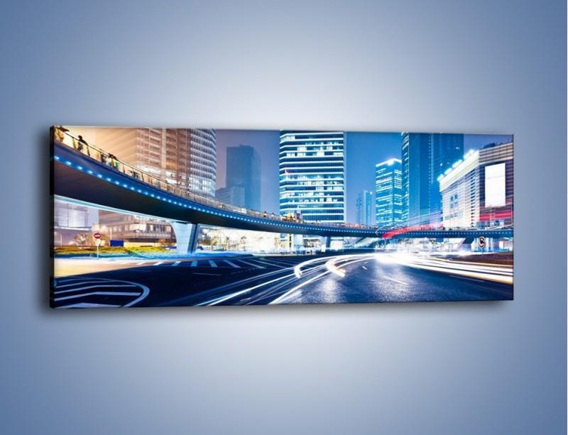 Obraz na płótnie – Wieczorny ruch uliczny w centrum miasta – jednoczęściowy panoramiczny AM051