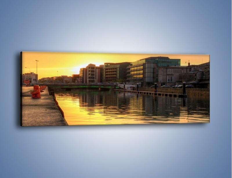 Obraz na płótnie – Kanał portowy o wschodzie słońca – jednoczęściowy panoramiczny AM079