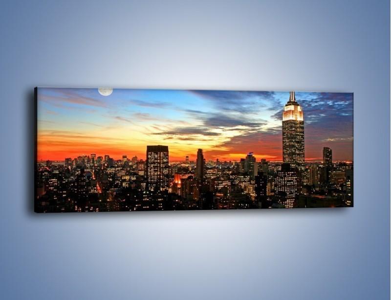 Obraz na płótnie – Pełnia księżyca nad zasypiającym miastem – jednoczęściowy panoramiczny AM096