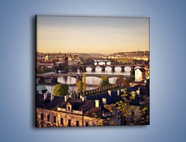 Obraz na płótnie – Wschód słońca nad Pragą – jednoczęściowy kwadratowy AM545