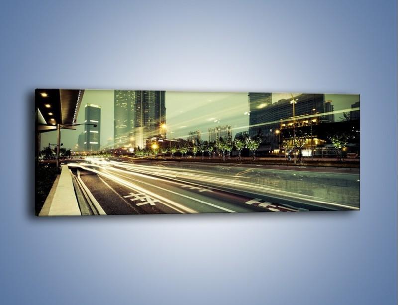 Obraz na płótnie – Uliczny ruch w świetle lamp w Tokyo – jednoczęściowy panoramiczny AM127