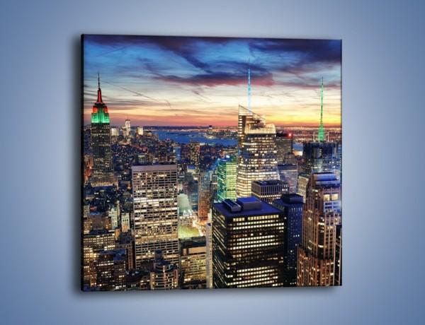 Obraz na płótnie – Nowy York na tle zachodu słońca – jednoczęściowy kwadratowy AM569