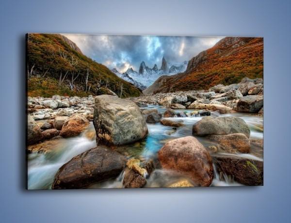 Obraz na płótnie – Niebezpieczny spacer po mokrych kamieniach – jednoczęściowy prostokątny poziomy KN810