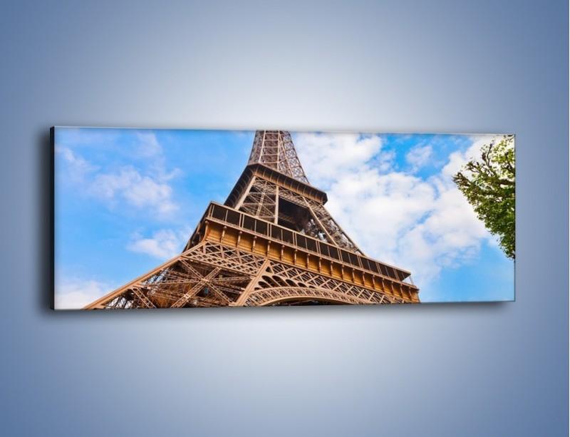 Obraz na płótnie – Wieża Eiffla pod chmurkami – jednoczęściowy panoramiczny AM173
