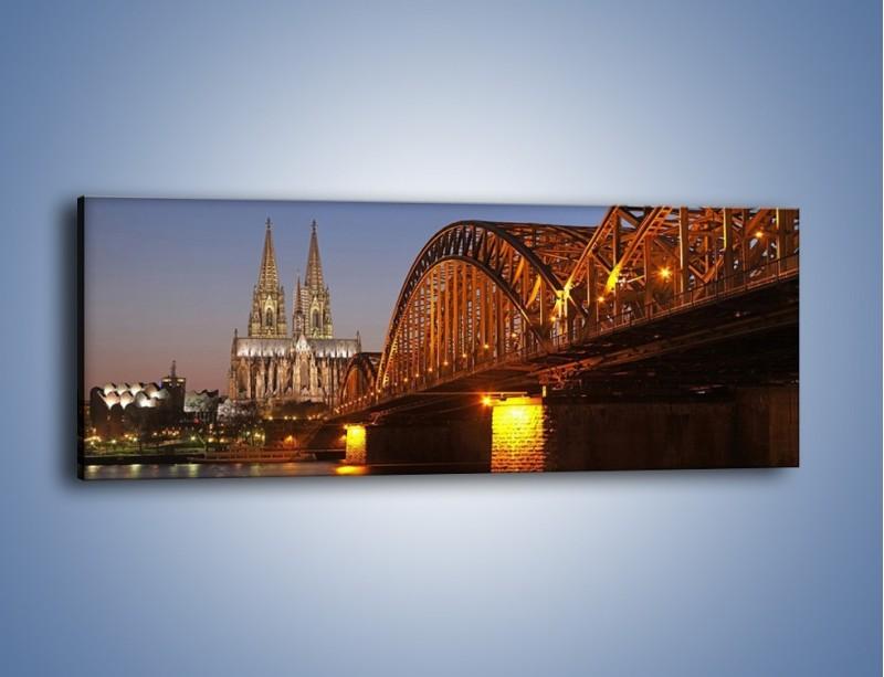 Obraz na płótnie – Most na tle kościoła – jednoczęściowy panoramiczny AM186