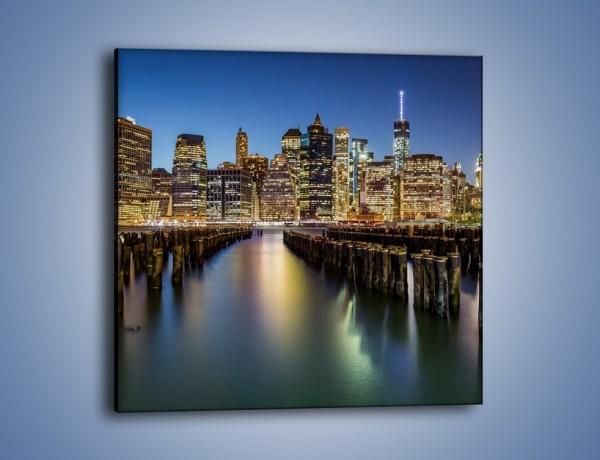 Obraz na płótnie – Zniszczone molo i widok na Manhattan – jednoczęściowy kwadratowy AM601