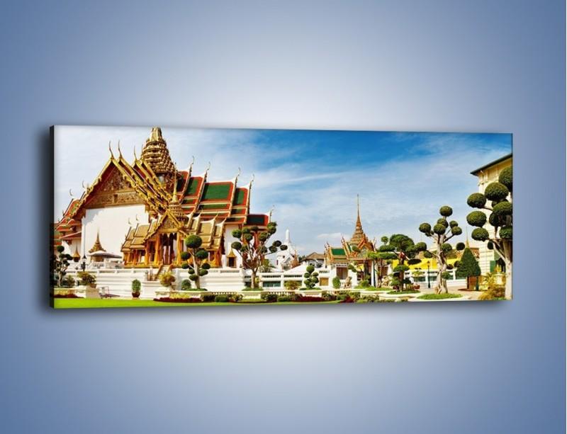 Obraz na płótnie – Tajska architektura pod błękitnym niebem – jednoczęściowy panoramiczny AM197
