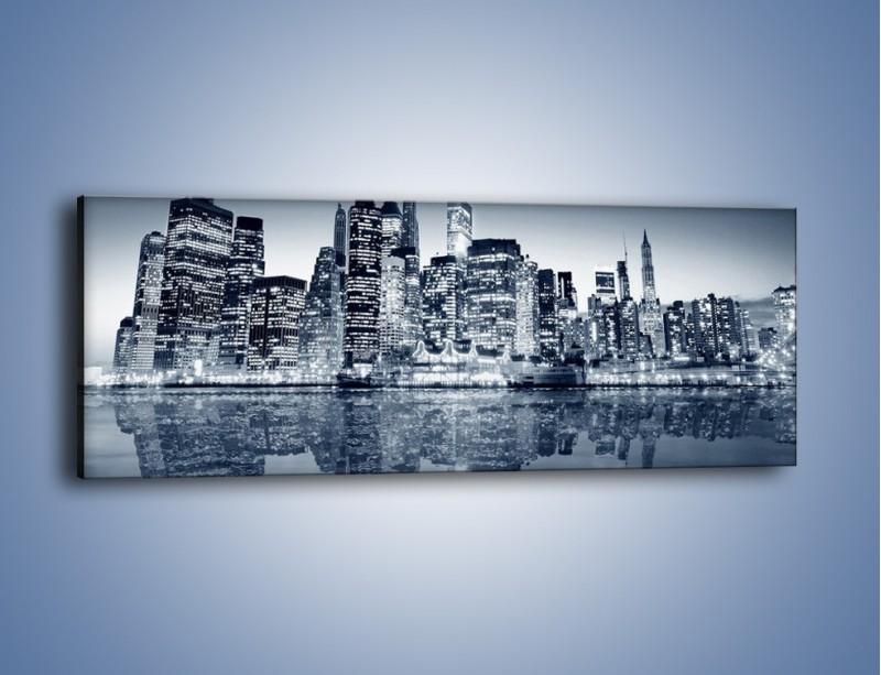 Obraz na płótnie – Drapacze chmur w odbiciu wody – jednoczęściowy panoramiczny AM206