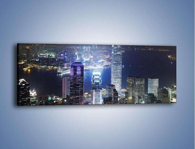 Obraz na płótnie – Miasto oświetlone nocą – jednoczęściowy panoramiczny AM223