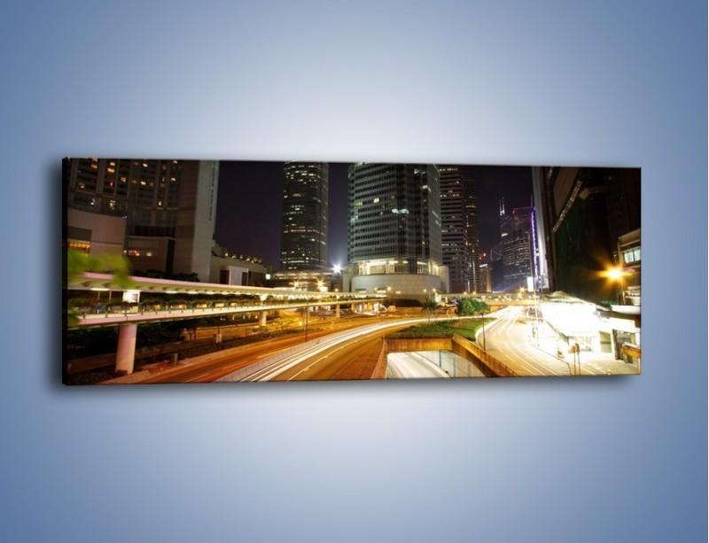 Obraz na płótnie – Miasto w nocnym ruchu ulicznym – jednoczęściowy panoramiczny AM225