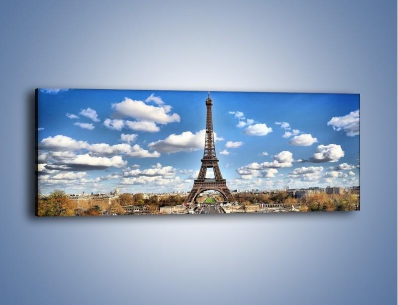 Obraz na płótnie – Wieża Eiffla w pochmurny dzień – jednoczęściowy panoramiczny AM227